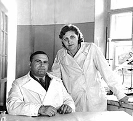 Дорогов с супругой в лаборатории